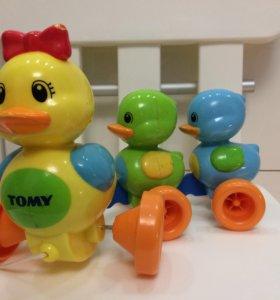 Игрушка-каталка «Семейство уточек», TOMY