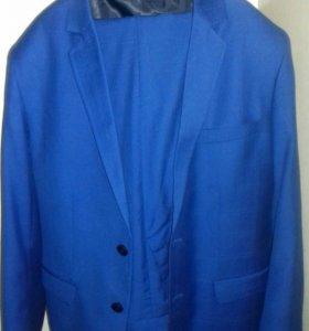Синий мужской костюм с брюками