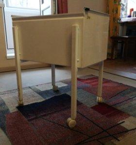 Железный ящик на колесиках