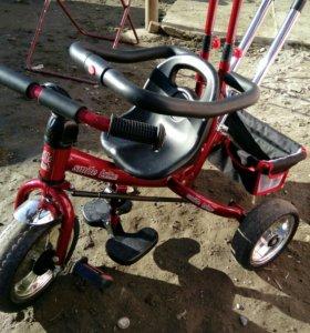 Детский велосипед трёх колёсный