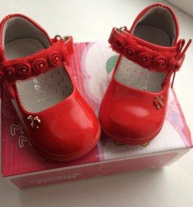 Дедская обувь на девочку.