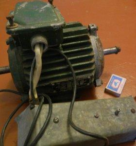 Двигатель асинхронный 0.75 квт ,1370 об/мин