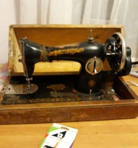 Машинка швейная