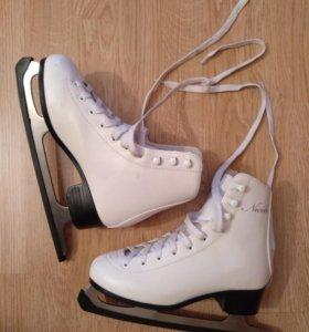Фигурные коньки белые 36 размера.