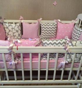 Бортики в кроватку, одеяла, подушки