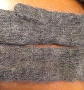 Варежки, носки шерстяные.