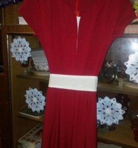 Новое платье, размер 50,но идёт на 46-48-50,тянетс