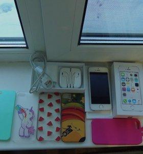 iPhone 5s ,чехлы в подарок