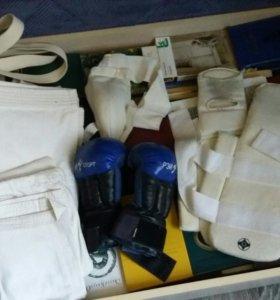 Кимоно, ракушка, перчатки, защита для ног