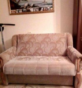 Два дивана и комод