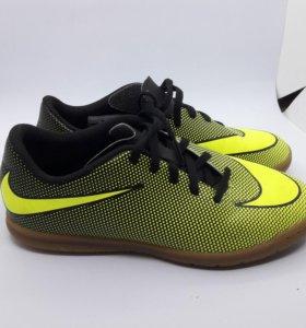Бутсы футбольные для зала Nike.
