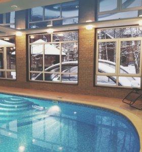 Отделка бассейна плёнкой и мозаикой