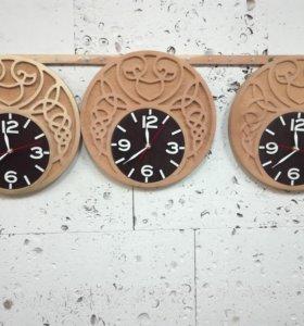 Часы резные настенные из кедра