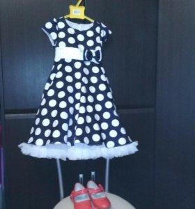 Платье, перчатки и туфли