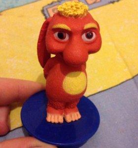 Игрушка из мультфильма ребенку