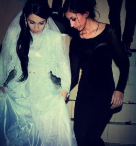 Свадебное национальное платье ручной работы.