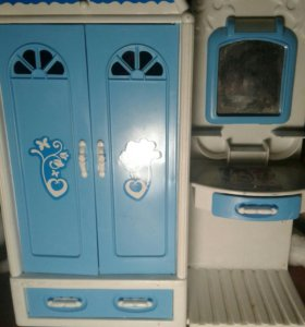 Туалетный стол и шкаф для кукол