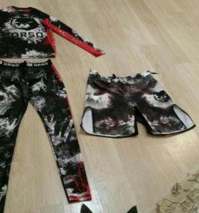 Комплект спортивной одежды(рашгард,легенсы,шорты)