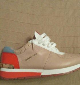 Новые кроссовки МК из США
