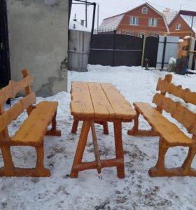 Стол и две скамьи из дерева