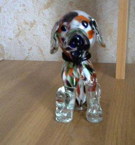 Сувенирная собачка из стекла выдувной работы