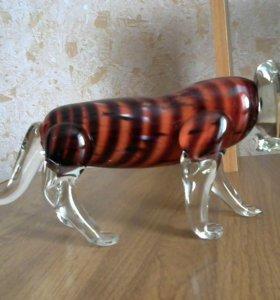 Сувенирный тигр из стекла выдувной работы