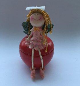 Шкатулка Девочка на яблочке