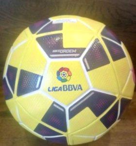 Продам футбольный мяч