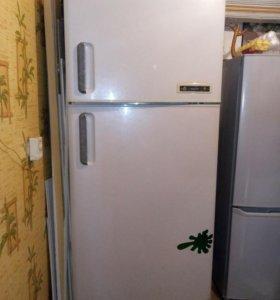Холодильник Daewoo,мотор.Под восстановление!