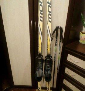 Лыжи в комплекте.