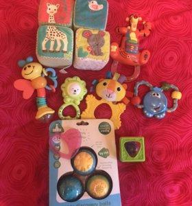 Игрушки для малыша пакетом.