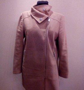 Пальто Bershka.