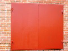 Для гаражей - ворота стандартные.