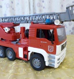 Пожарная машина с лестницей и помпой MAN Bruder