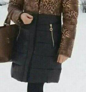 Пальто зимнее, настоящий мех лисы.