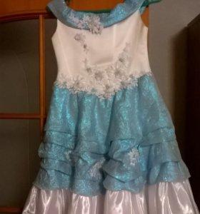 Платье на девочку, нарядное, в отличном состоянии