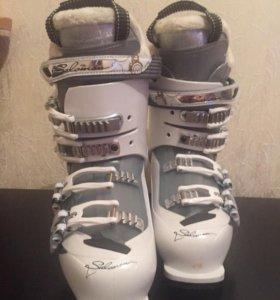 Горнолыжные ботинки женские/с чехлом-сумкой.
