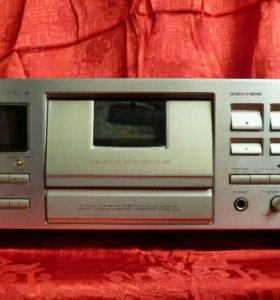 Трехголовая кассетная дека pioneer ct-s710 Япония.
