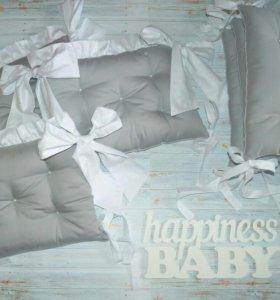 Бортики и комплекты в детскую кроватку