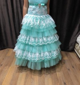 Платье на девочек 148,152 одевала 1 раз на час