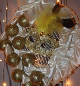Новогодний венок белый с золотом