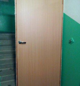 Дверь межкомнатная с коробкой, ручками, петлями