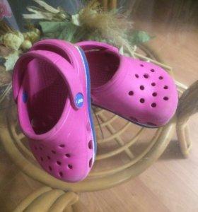 Crocs 22
