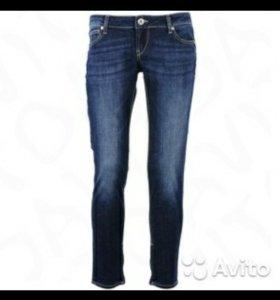 Новые джинсы guess 25 р-р