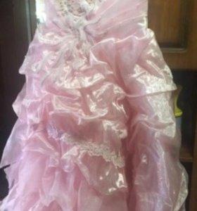Платье нарядное 152