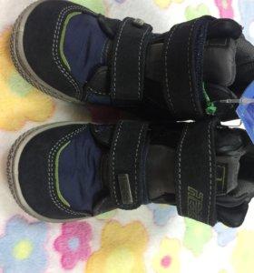 Ботинки высокие 24