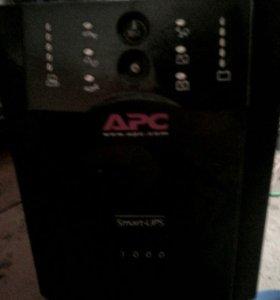 Бесперебойник APC Smart-UPS 1000VA