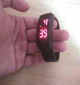 Часы LEO