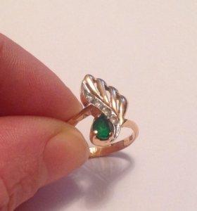 Кольцо с изумрудом и бриллиантами 585