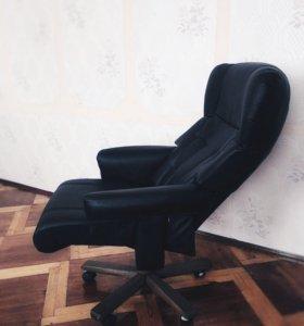 Офисное кресло для руководителя.
